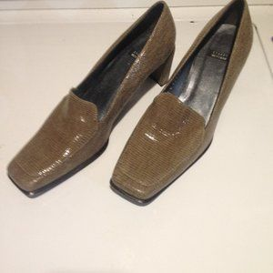 "Womens Brown Stuart Weitzman. 8 1/2"" dress shoe."